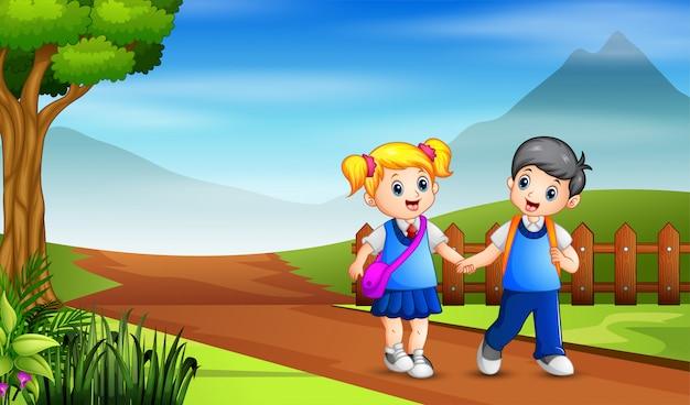 Młody chłopak i dziewczyna idą do szkoły
