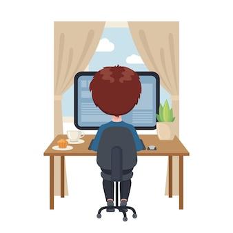 Młody chłopiec obsiadanie przy stołem i studiowanie przy komputerem w domu.