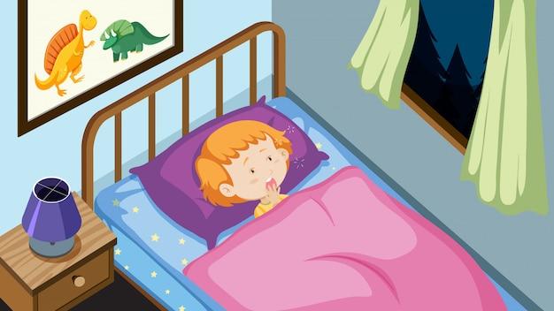 Młody chłopiec w jego łóżku