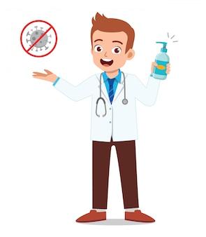 Młody człowiek lekarz trzymając środek dezynfekujący ostrzega o wirusie