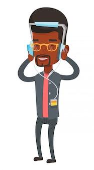 Młody człowiek słucha muzyka w hełmofonach.