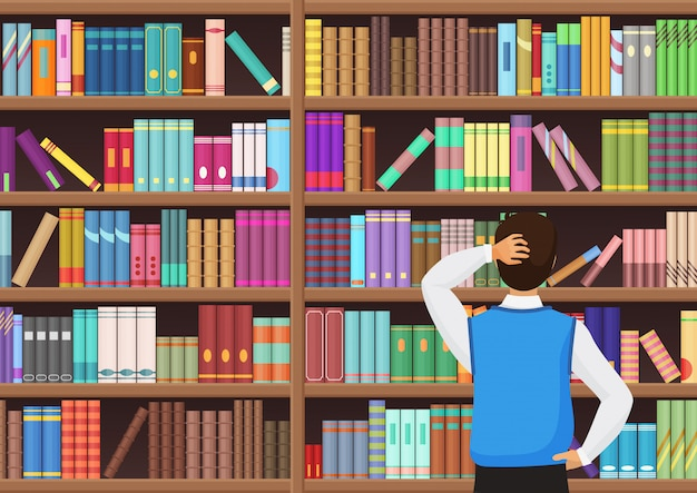 Młody człowiek wybiera książkę w bibliotece