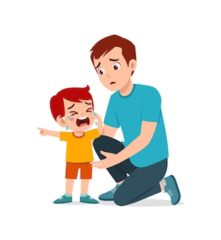 Młody ojciec przytula płaczącego małego chłopca i próbuje go pocieszyć