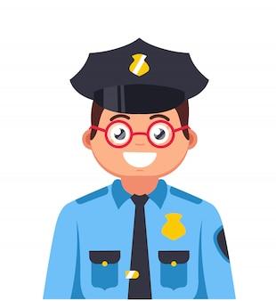 Młody policjant w okularach uśmiecha się. bardzo młoda postać gliny