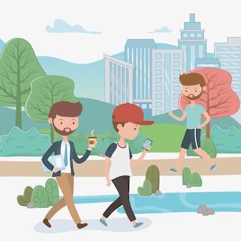 Młodzi biznesmeni chodzi w parku