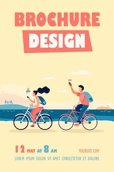 Młodzi ludzie jeżdżący na rowerze i korzystający z szablonu ulotki smartfonów