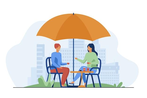 Młodzi ludzie siedzą w ulicznej kawiarni i rozmawiają. kawa, przyjaciel, relaks ilustracji wektorowych płaski. komunikacja i wypoczynek