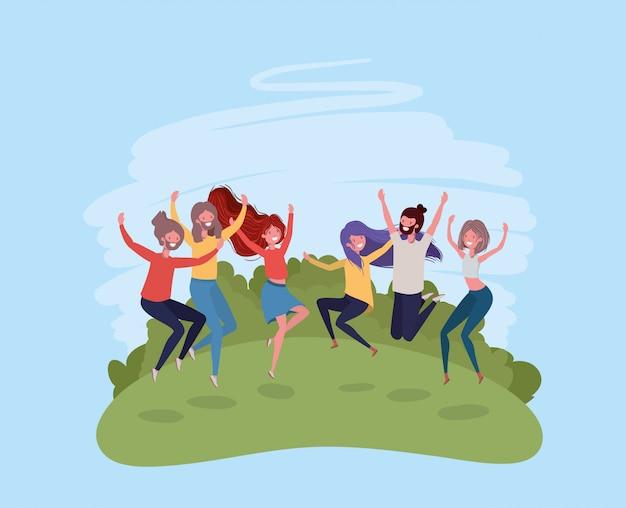Młodzi ludzie skaczący świętujący w postaciach parku