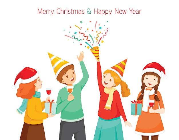 Młodzi ludzie świętują boże narodzenie i nowy rok