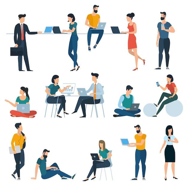 Młodzi mężczyźni i kobiety ze smartfonami i gadżetami komunikują się, wysyłają sms-y, rozmawiają, uczą się i pracują. różne płaskie postacie gotowe do animacji.
