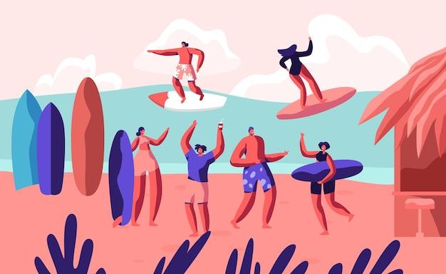 Młodzi surferzy na morskiej fali na deskach surfingowych i relaks na piaszczystej plaży z bungalowem. płaskie ilustracja kreskówka