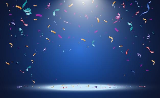 Mnóstwo kolorowych drobnych konfetti i wstążek na przezroczystym tle świąteczne wydarzenie i impreza wielokolorowe tło kolorowe jasne konfetti na przezroczystym tle