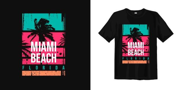 Modna koszulka z logo miami beach na florydzie z sylwetkami palmy