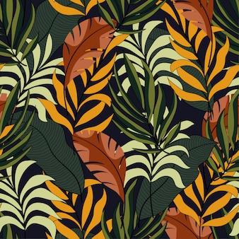 Modny tropikalny wzór mody bez szwu z jasnymi żółtymi i zielonymi liśćmi