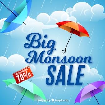 Monsunu sezonu sprzedaży tło z kolorowymi parasolami