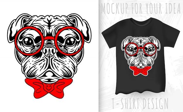 Mops pies twarz w stylu retro. pomysł na projekt koszulki w stylu vintage.