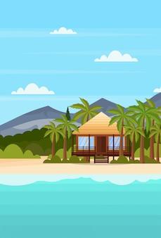 Morze brzeg plaża z willą bungalow hotel tropikalny nadmorski górski zielony palmy krajobraz lato wakacje mieszkanie