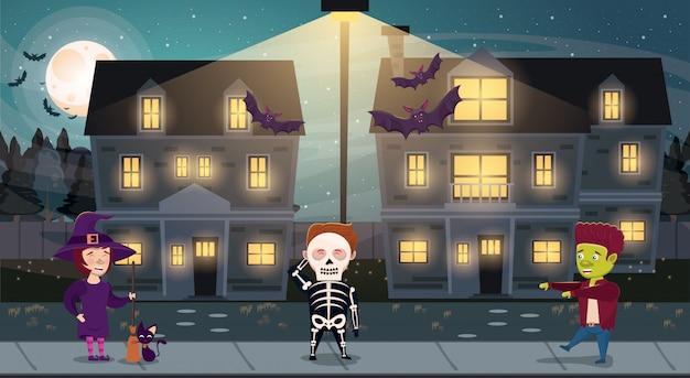 Mroczna scena halloween z postaciami kostiumów dla dzieci