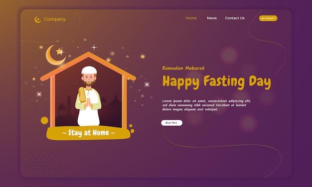 Muzułmanin modli się i czci w domu za koncepcję ramadan na stronie docelowej
