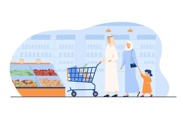 Muzułmańska rodzina kupuje jedzenie w supermarkecie. arabskie postacie z kreskówek toczenia koszyk w sklepie spożywczym. ilustracja wektorowa dla handlu detalicznego, stylu życia, koncepcji arabów