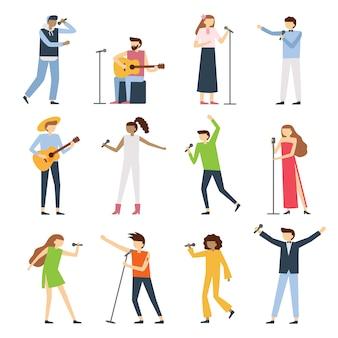 Muzycy śpiewacy ludzie. wokalista, wokalista śpiewający operę diwa z mikrofonem i muzycy śpiewają płaski koncert koncertowy