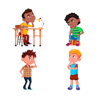 Myślenie chłopców w szkole o wektor zestaw problemów. uczniowie siedzą na krześle przy stole i stoją myśląc rozwiązują zadanie. przemyślane postacie faceci dzieci płaskie kreskówki ilustracje
