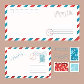 Na białym tle koperty ze znaczkami i pieczęciami w stylu płaski
