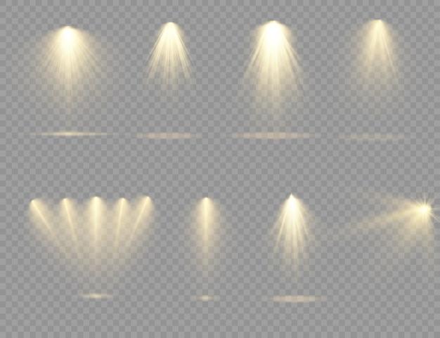 Na scenie świeci żółte światło punktowe. światło z lampy lub reflektora, oświetlona scena.