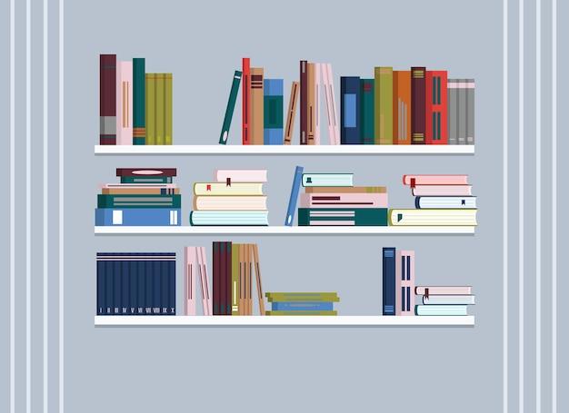 Na ścianie wiszą regały z mnóstwem książek.