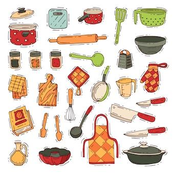 Naczynia kuchenne do gotowania i przybory kuchenne lub sztućce do zastawy kuchennej w zestawie kuchennym