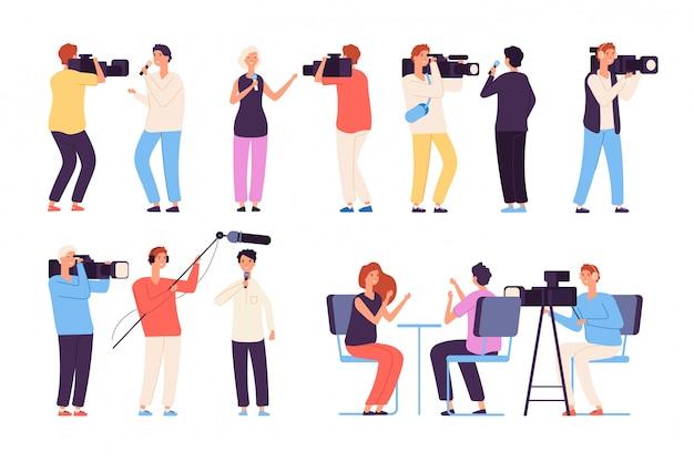Nadawcy dziennikarze wiadomości nadający ekipę kamery