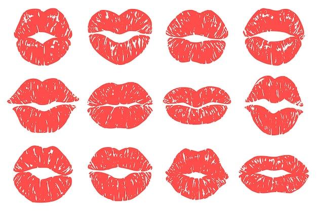 Nadruk pocałunku. kobieta czerwone usta, modne nadruki szminki i usta miłości całuje makijaż