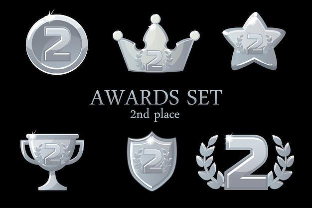 Nagrody kolekcji. zestaw ikon srebrnych nagród, odznaka zdobywcy drugiego miejsca, trofeum, nagrody, korona sukcesu, ilustracja