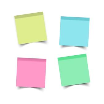 Naklejki kwadratowe. przyklejone notatki przypominające. biuro arkuszy papieru