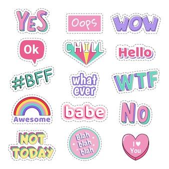 Naklejki nastoletnie przemówienia. dziewczyny modą zabawne naszywki tekstowe. ups, wow i tak, nie ma słodkiej doodle nastoletniej naklejki pop-artu, zestaw ikon ilustracji. wtf, chill and hello śmieszne dymki z tekstem