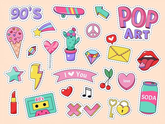 Naklejki z patchami pop-artu. śliczne odznaki dla dziewcząt z kreskówek, doodle nastoletnie naszywki ze szminką, słodkie jedzenie i elementy z lat 90., ikony ilustracji pakietu naklejek retro z kasetą muzyczną, lizak