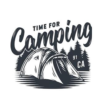 Namiot kempingowy z monochromatycznym emblematem i las