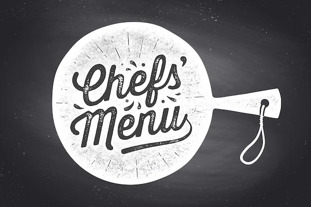 Napis menu szefów kuchni w desce do krojenia