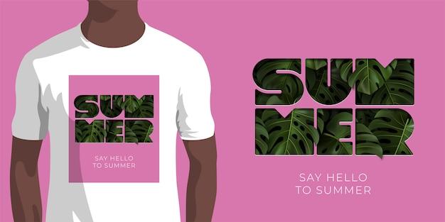 Napis say hello to summer z zielonymi tropikalnymi liśćmi monstera na różowym tle. szablon na ubrania, odzież, nadruk koszulki. ilustracja z wytłaczaną typografią.