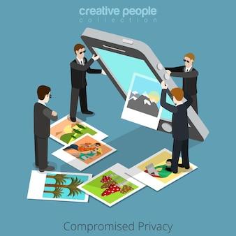 Naruszona koncepcja prywatności. specjalni agenci wytrząsają treści z dużego smartfona.