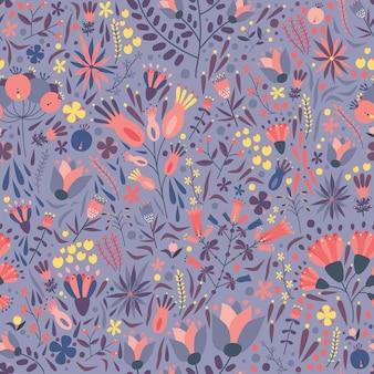 Naturalny bezszwowy wzór z wspaniałą kwitnącą łąką kwitnie na purpurowym tle.