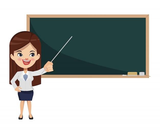 Nauczyciel kobieta wskazuje na blackboard w sala lekcyjnej.