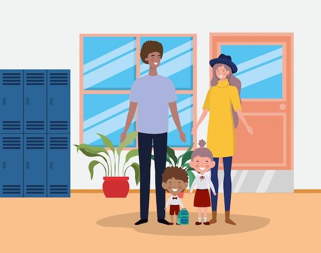 Nauczyciel para z małymi uczniami dzieci w szkolnym korytarzu