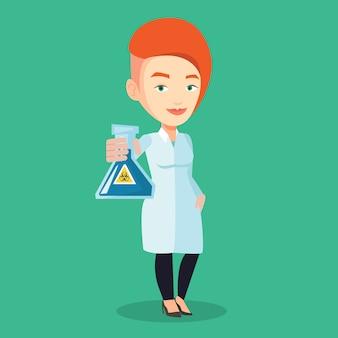 Naukowiec trzyma kolbę ze znakiem zagrożenia biologicznego.