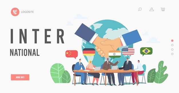 Negocjacje międzynarodowe, szablon strony docelowej dyplomacji. spotkanie polityczne przy okrągłym stole. delegaci rozwiązujący problemy światowe, rzecznicy dyskusji na konferencji prasowej. ilustracja kreskówka płaskie wektor