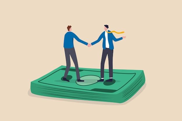 Negocjacje wynagrodzeń, dyskusja o podwyżce płac lub umowa o wynagrodzeniach i świadczeniach, umowa biznesowa lub koncepcja fuzji i przejęć, uścisk dłoni ludzi biznesu na stosie banknotów po zakończeniu umowy.