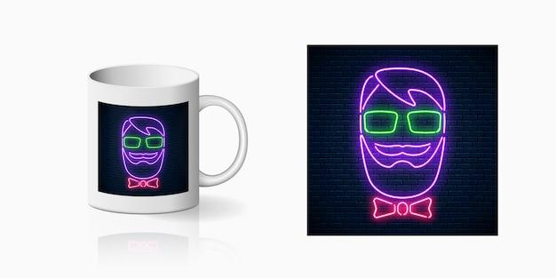 Neon hipster man drukuje na makiecie ceramicznego kubka. człowiek z brodą, okularami i muszką jasny znak na boku filiżanki kawy.