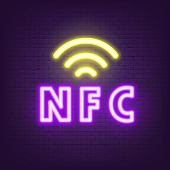 Neon ikona płatności bezgotówkowej. neon ikony nfc. ikona płatności zbliżeniowych. płać bezprzewodowo. karta kredytowa. przycisk sieciowy interfejsu użytkownika ui ux. ilustracja wektorowa