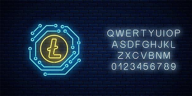 Neon litecoin znak waluty z obwodem elektronicznym. godło kryptowaluty z alfabetem na tle ciemnego ceglanego muru. ilustracja wektorowa.