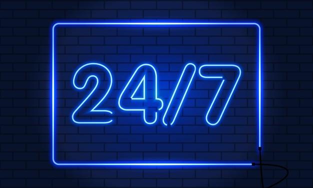 Neon open 24 do 7 na ścianie z cegły.